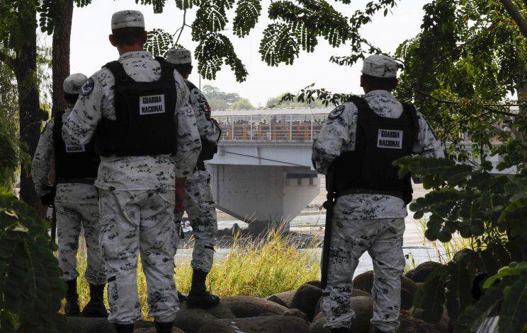 México sella frontera y promete empleo; migrantes esperan