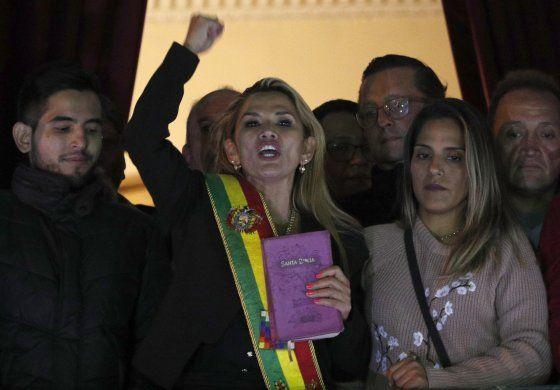 Bolivia suspende relaciones con el régimen cubano