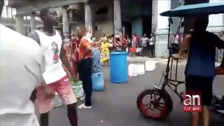 Cacerolazo en barrio de San Leopoldo en Centro Habana en protesta por la falta de agua