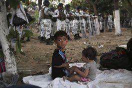 bloqueo de mexico deja a cientos varados en rio fronterizo