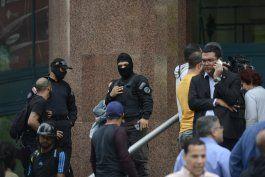 policia venezolana rodea oficina de guaido en caracas