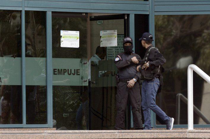 Diputada opositora denuncia policía en oficinas de Guaidó