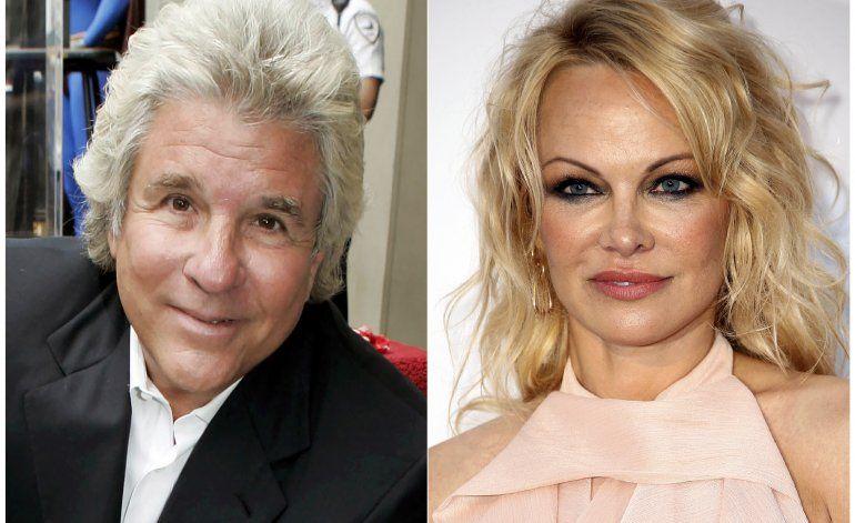 Pamela Anderson se casa con el productor de cine Jon Peters