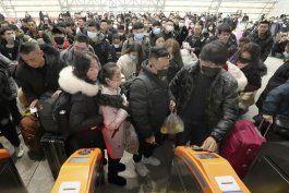 ciudad china suspende vuelos y corridas de tren por virus
