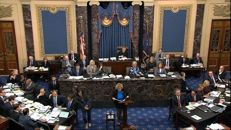 """Demócratas piden a republicanos condenar al """"corrupto"""" Trump"""