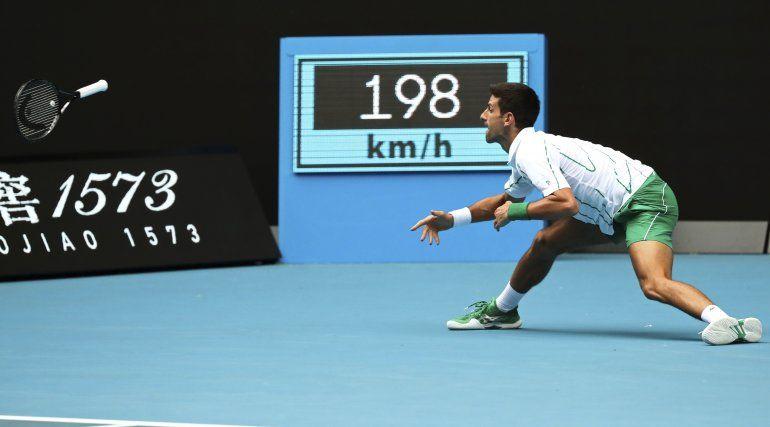 Djokovic lidia con el viento y par de victorias en Australia