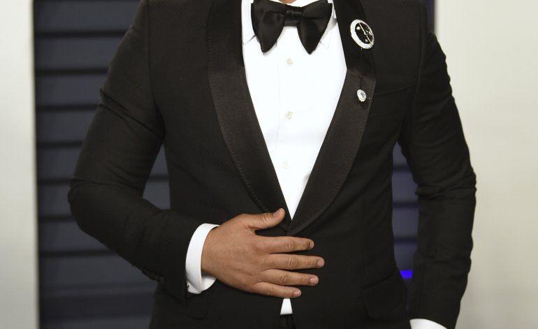 La Navidad continúa para John Legend en los Grammy