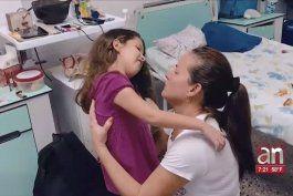 familia cubana pide ayuda para nina con extrana enfermedad