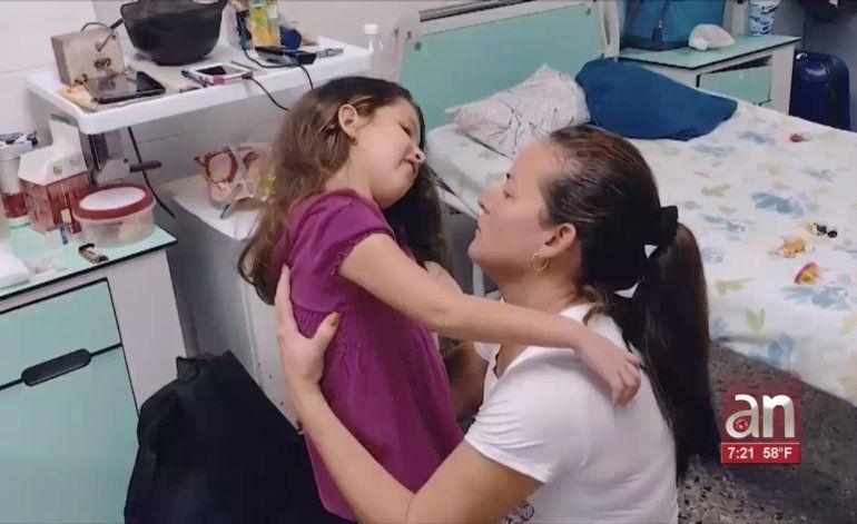 Familia cubana pide ayuda para niña con extraña enfermedad