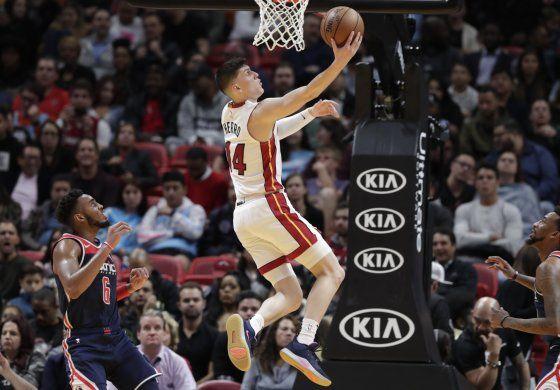 Con 25 puntos de Herro, Heat supera a Wizards
