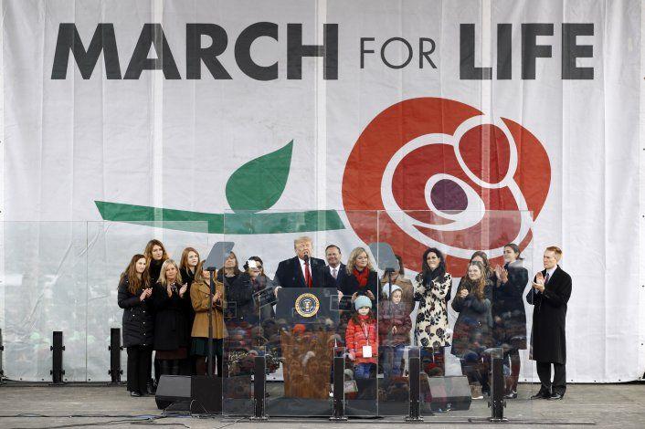 Trump promete apoyar a opositores al aborto