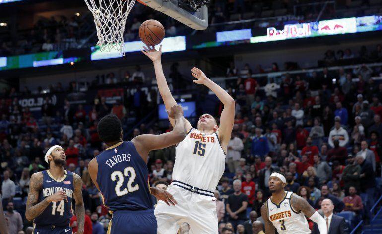 Jokic y Nuggets controlan tableros en triunfo sobre Pelicans