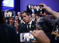 guaido llega a espana, agitada politicamente