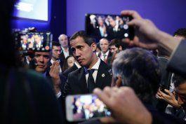 de gira, guaido visita una espana agitada politicamente
