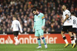 valencia propina primera derrota al barcelona de setien