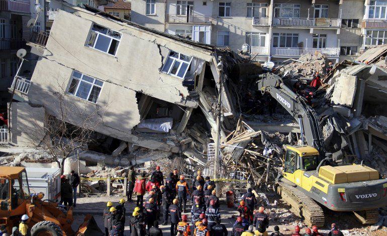 Aumenta a 29 cifra de muertos por sismo en este de Turquía