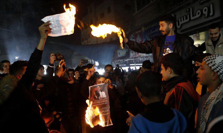 Plan de paz de Trump deleita a Israel y enfurece palestinos