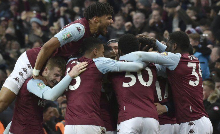 Con tardío gol, Aston Villa llega a final de Copa de Liga