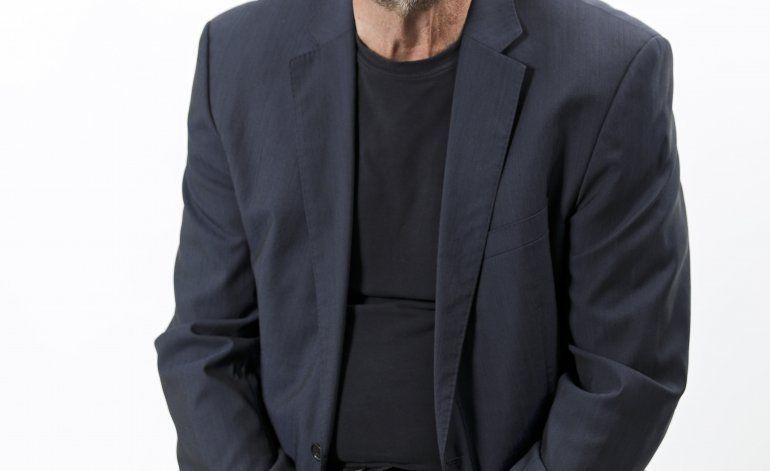 Problemas de audición no detienen a Huey Lewis