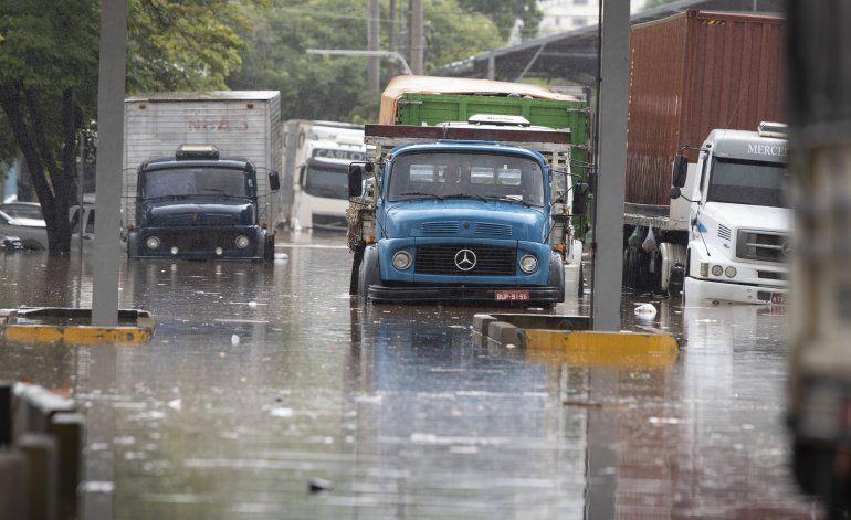 Inundaciones y deslaves paralizan partes de Sao Paulo