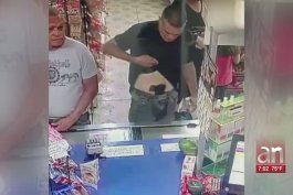 capturan a hombre armado que amenazo con robar en un supermercado en hialeah