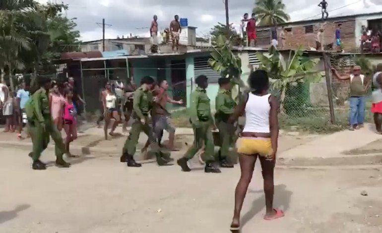 El régimen detiene y procesa a los manifestantes que enfrentaron a la Policía en Santiago de Cuba