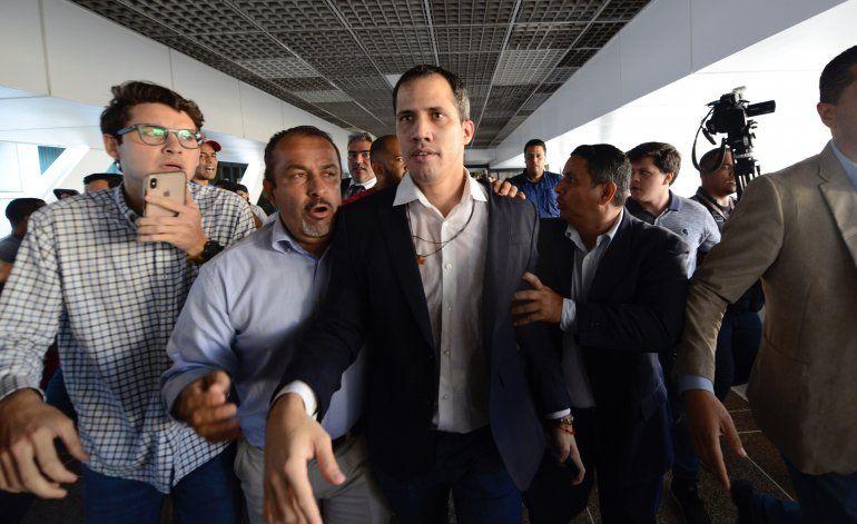 Líder opositor Guaidó regresa a Venezuela, promete avances