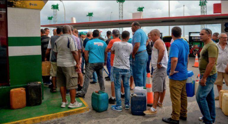 La nueva escasez de gasolina tiene paralizadas las motos en Santiago de Cuba