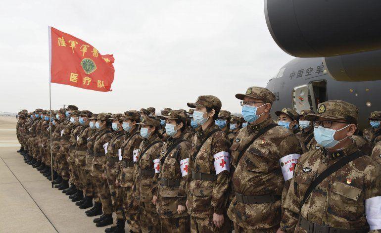 Reportan casi 1.400 decesos por coronavirus en China