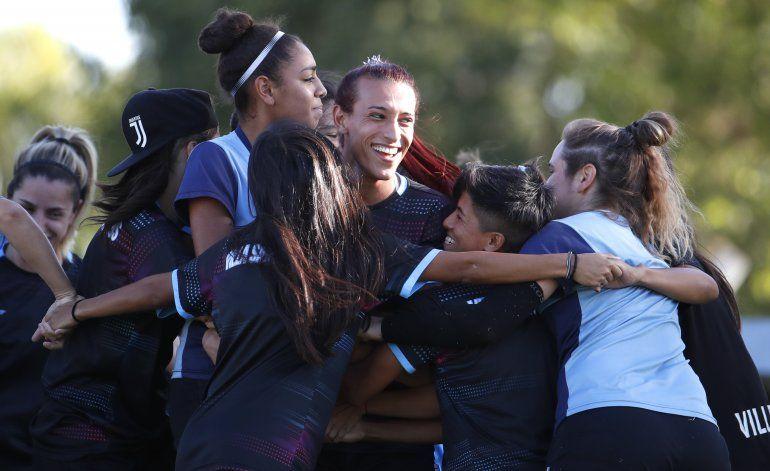 Jugadora trans busca hacer historia en fútbol argentino