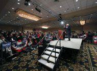 precandidatos democratas multiplican ataques a bloomberg