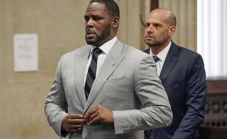 Actualizan acusación de abuso sexual contra R. Kelly
