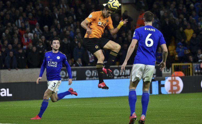 Wolves empatan 0-0 con un Leicester con 10 hombres