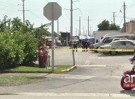 una mujer baleada fue encontrada en un charco de sangre a las afueras de un centro de almacenes en hialeah
