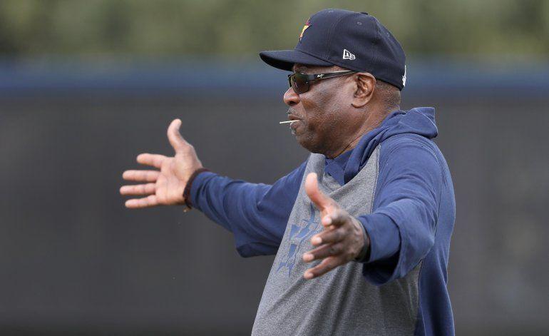 Baker acepta que escándalo de Astros no ha quedado atrás