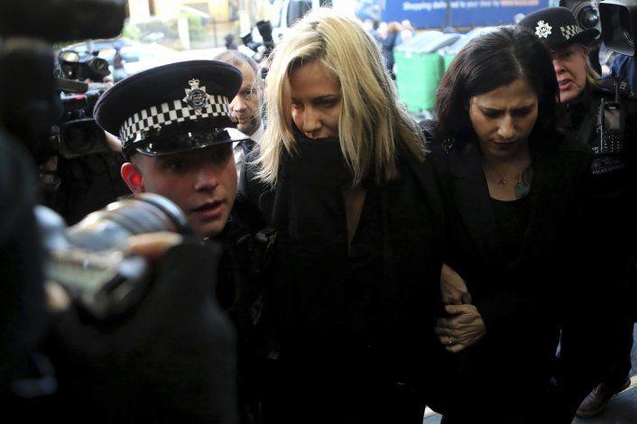 Medios criticados por muerte de presentadora Caroline Flack