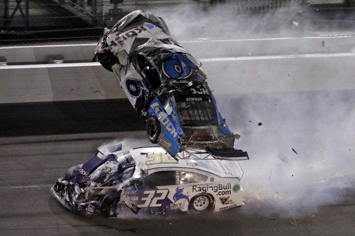 Hamlin gana Daytona 500; Newman, hospitalizado