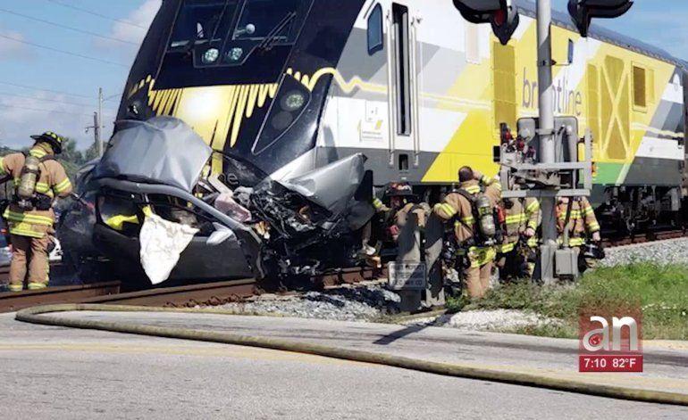 Muere una persona en choque de auto con tren Brightline