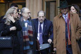 jurado delibera por 2do dia en juicio a weinstein