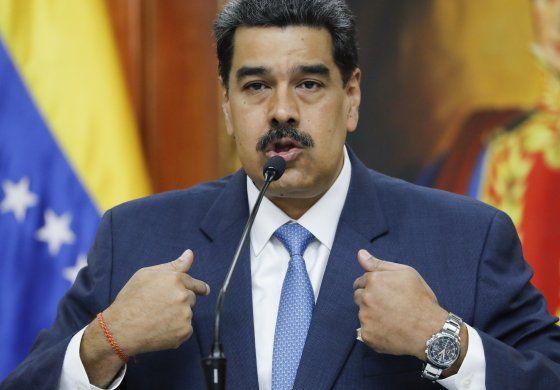 Maduro ordena reestructuración de petrolera venezolana