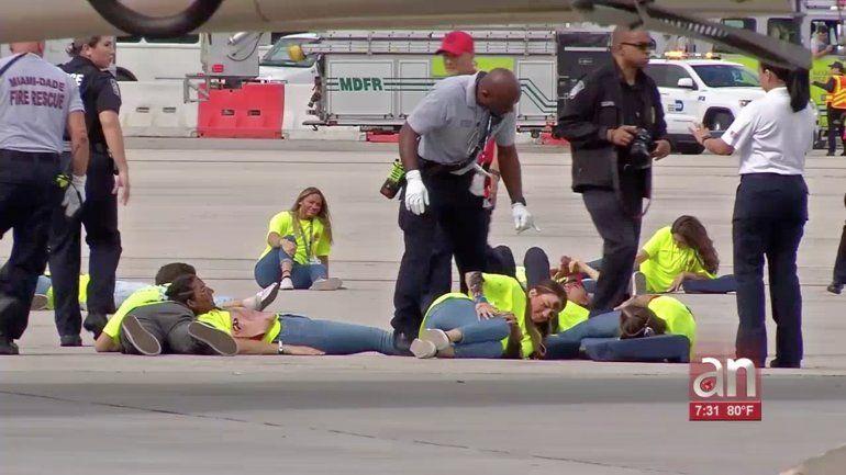 Rescatistas ponen a prueba su capacidad en el Aeropuerto Internacional de Miami