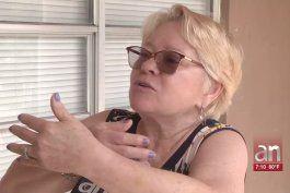 le pidieron ayuda y despues la abrazaron: asi le robaron la cadena a un cubana de hialeah