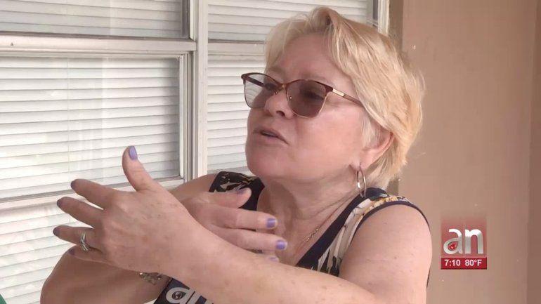 Le pidieron ayuda y después la abrazaron: así le robaron la cadena a un cubana de Hialeah