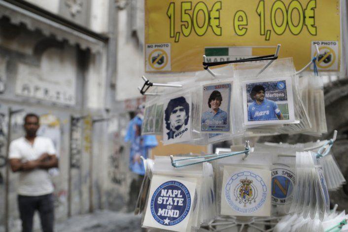 Messi pisa por primera vez la cancha donde brilló Maradona