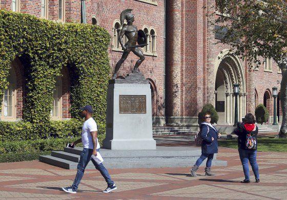 USC anuncia estudios sin costo a alumnos de bajos ingresos