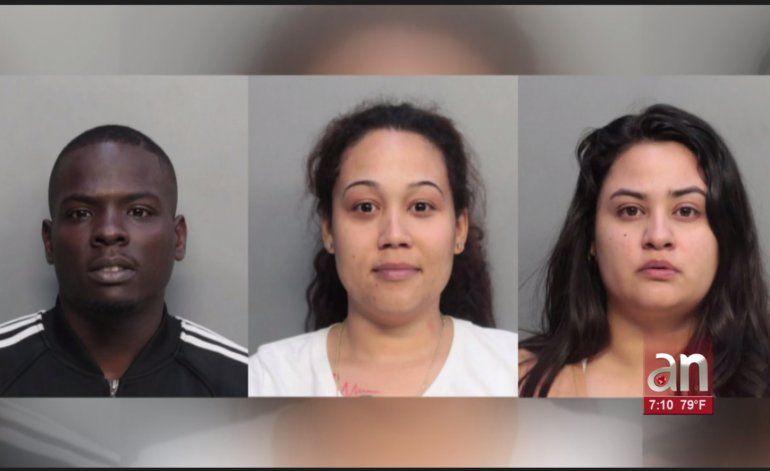 Las autoridades de Miami arrestaron a tres personas acusadas de robo a mano armada