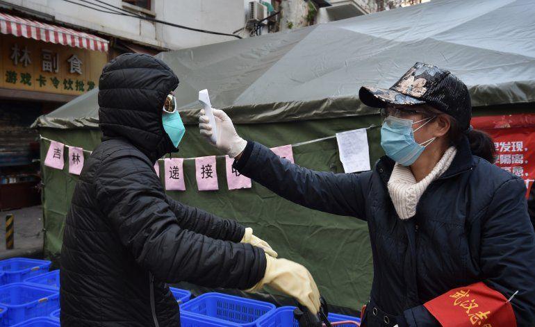 Virus se propaga en ciudad surcoreana, miles pasan controles