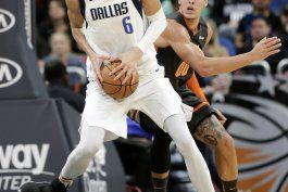 doncic logra 33 untos y mavericks ganan 122-106 a magic