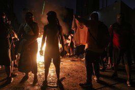 manifestantes rechazan una nueva constitucion en chile