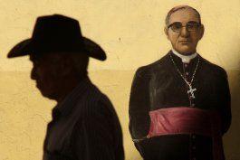 papa abre paso a beatificacion de martir salvadoreno grande